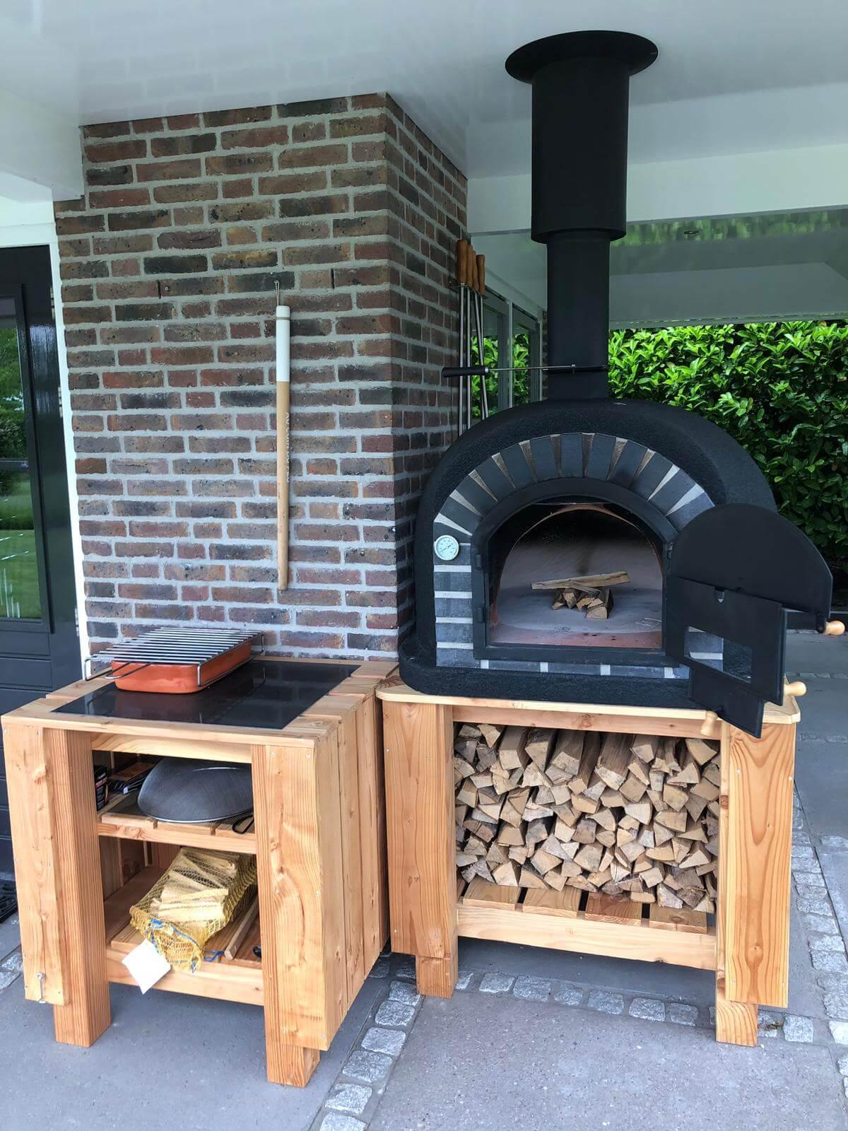 Pizza houtoven buitenkeuken